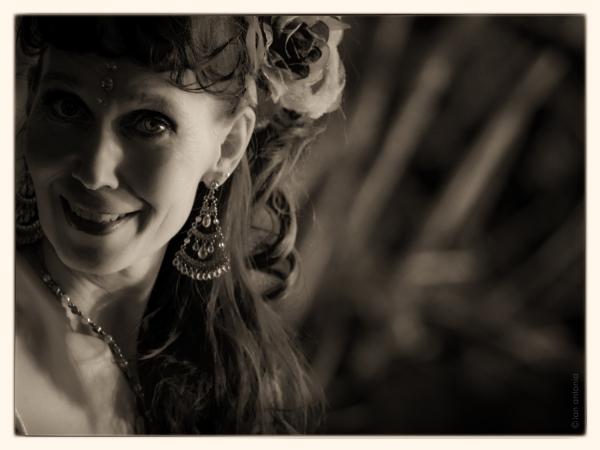 iantonio, iantonio.com, ian-antonio-patterson, ian antonio patterson, dance photography, stage photography, Schnappshots, ian-antonio-patterson.com, bellydance, tribal fusion, berlin, flora flora